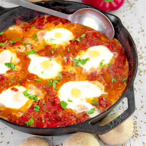 SHAKSHUKA RECIPE - eggs poached in bell pepper and tomato