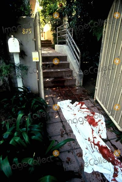 Photos and Pictures - Death Scene of Ronald Goldman and
